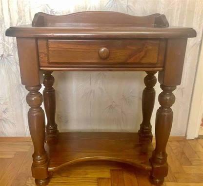 Piccolo tavolino in stile