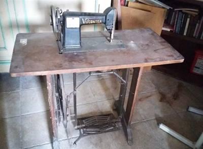 Macchina da cucire antica Viscontea con mobiletto