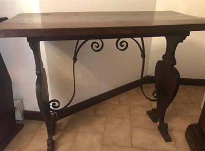 Tavolino in legno e ferro battuto