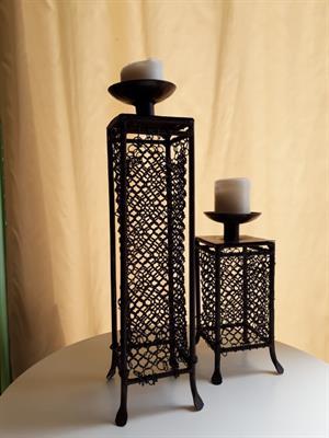 Coppia di candelieri in ferro battuto