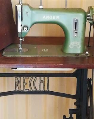 Mobile macchina da cucire con marchio Necchi