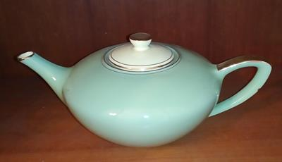 Servizio tè: 1teiera+5 tazze+5piattini+zuccheriera+lattiera