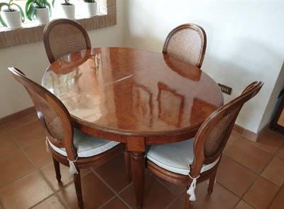 Tavolo d'epoca ovale con 4 sedie in paglia di vienna