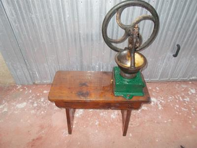 Vecchio macina caffe a ruota 1920-30