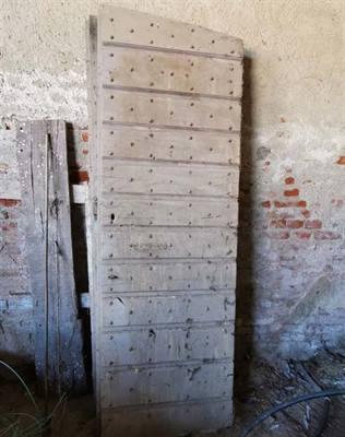 Porte antiche ex stalla di bovini