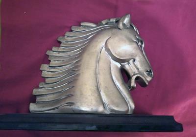 Trofeo a forma di testa di cavallo, massiccio, degli anni 70