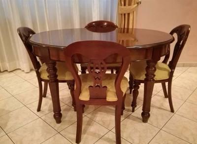 Tavolo ovalina allungabile, più 4 sedie