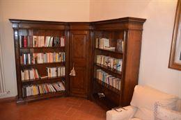 Libreria angolare in noce