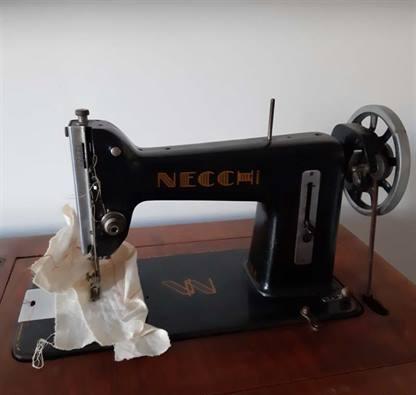 Macchina da cucire a pedale Necchi anni 50