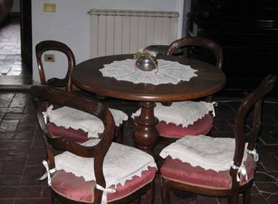 Tavolo con 4 sedie 700