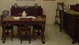 Tavolo con sedie chippendale